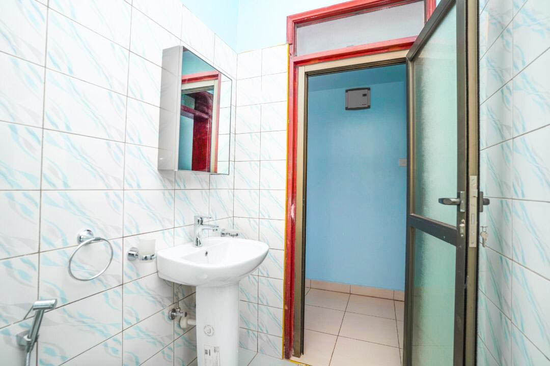 Wash rooms - Fresh Toilets Clean - Inside The Apartment for Rent